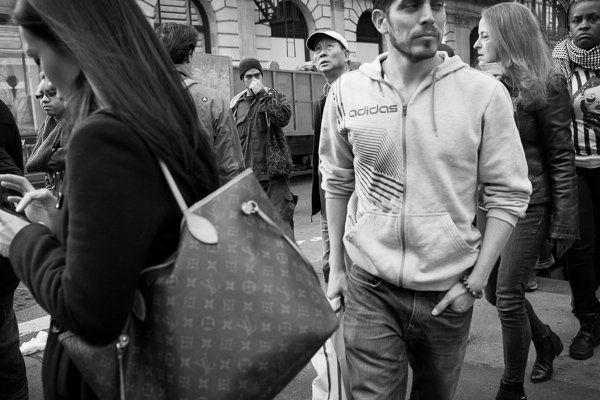 Gruppo variegato, Prince e Broadway, SoHo - Fotografia di Strada
