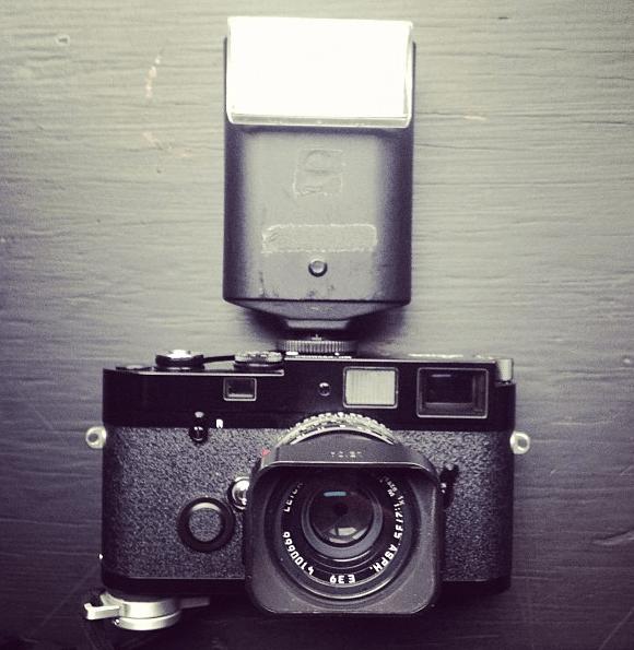 La mia attrezzatura attuale: Leica MP e Summicrom 35mm f/2 + flash SF 20. L'utilizzerò per molto tempo.