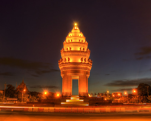 Independence Monument - Phnom Penh, Camb by ethan.crowley, on Flickr