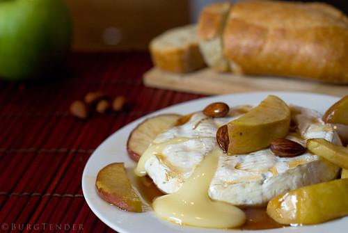 Brie fondant aux pommes et sirop d'érab by BurgTender, on Flickr