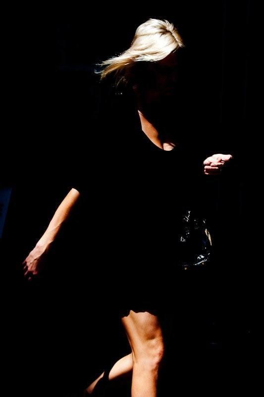 fotografia strada donna luce