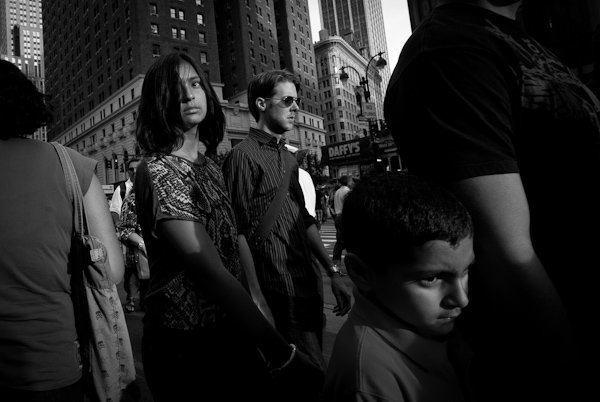 La guida definitiva per la messa a fuoco a zona nella street photography